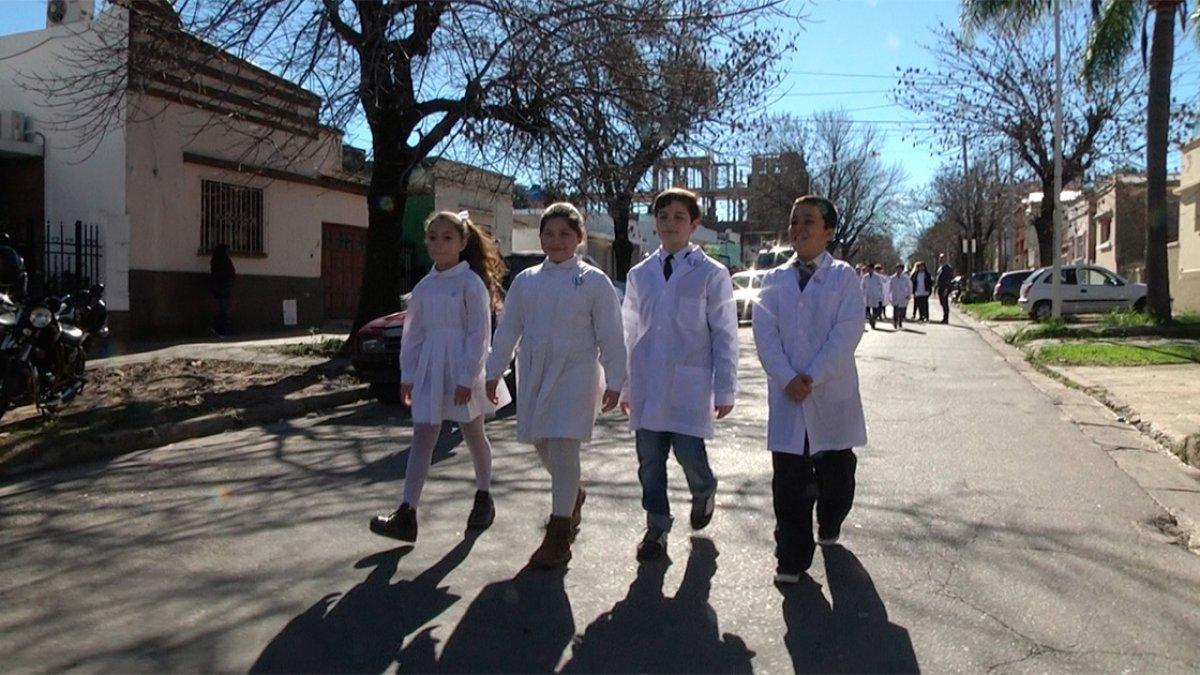"""Los alumnos de cuarto grado de la Escuela """"Santa Fe"""" ."""