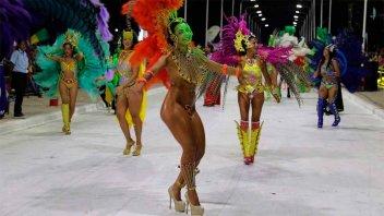 Santa Elena volvió a vibrar al ritmo y color de su carnaval
