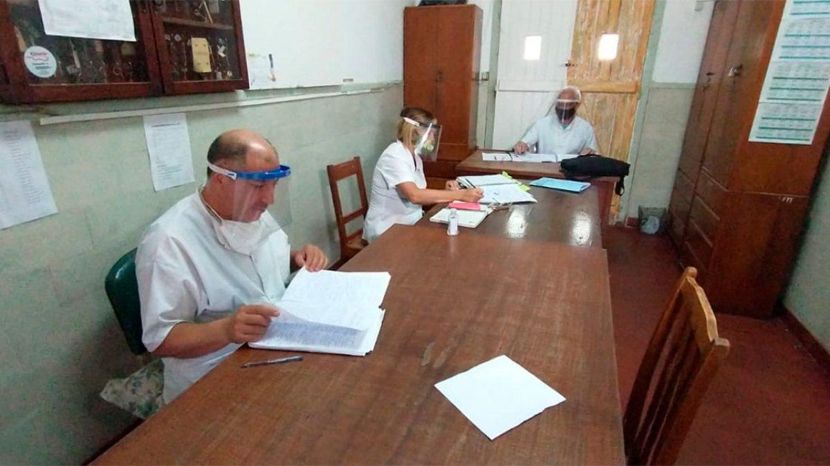 Algunos maestros presentes en el complejo Escuela Hogar.