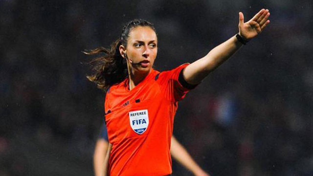 La arbitro cometió un error tan grosero que el partido se repite.