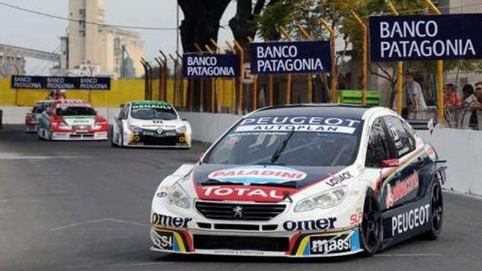 Canapino festejó su primera victoria en un circuito callejero.