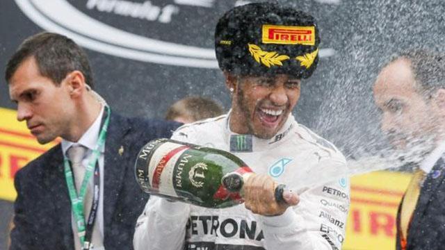 Hamilton lidera el campeonato con 302 puntos, escoltado por Vettel y Rosberg.
