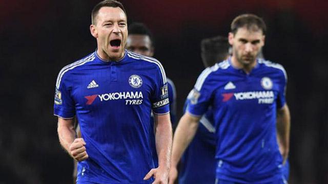 Chelsea bajó al Arsenal y dejó el Leicester como puntero en soledad.