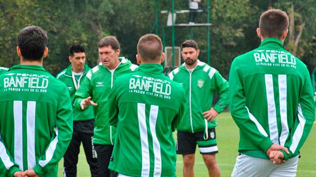 Falcioni dimitó de su cargo como entrenador y sería mánager de Banfield.