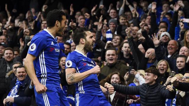 Chelsea llegó a los 63 puntos manteniéndose en la cima en soledad.