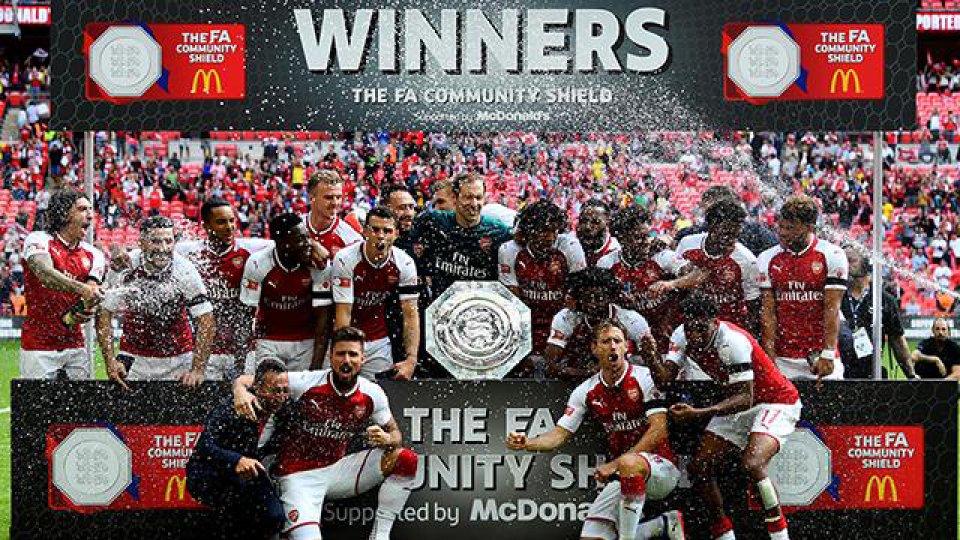 Los Gunners se alzaron con el primer trofeo de la temporada.