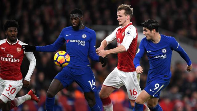 El punto obtenido en Londres dejó a Chelsea debajo de los equipos de Manchester.