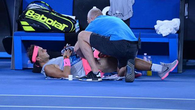 Un dolor en si pierna izquierda obligó al Matador a abandonar el partido.