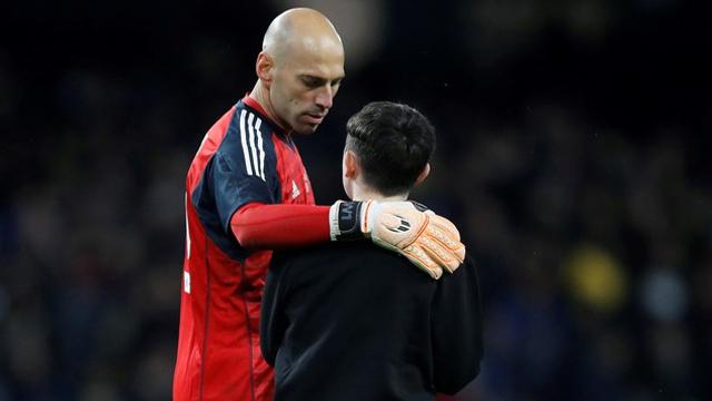 El abrazo de Caballero a un admirador que se acercó a saludarlo.