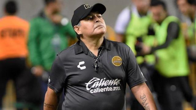 El Diez podría desembarcar en el fútbol argentino.