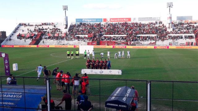 Patronato goleó a Atlético Tucumán y se ilusiona con la permanencia.