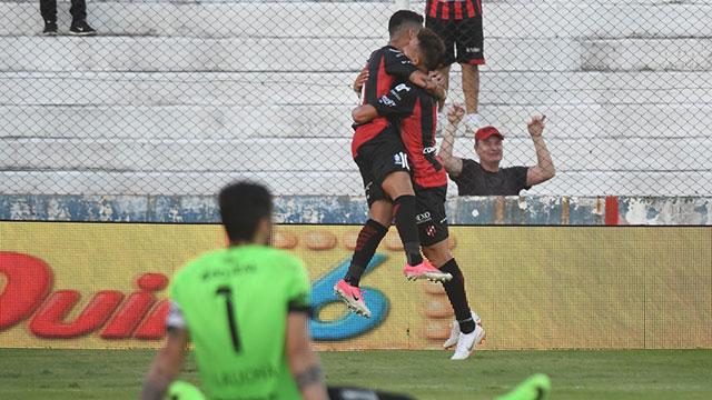 Patronato goleó a Atlético Tucumán y se ilusiona con la permanencia. (Foto: Olé)