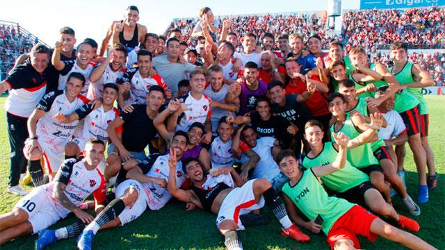 El Rojinegro festejó en el Grella y seguirá en Primera. (Prensa CAP)