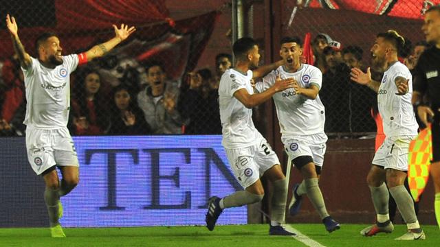 El bicho dejó al Rojo en el camino y avanza en la Copa de la Superliga.