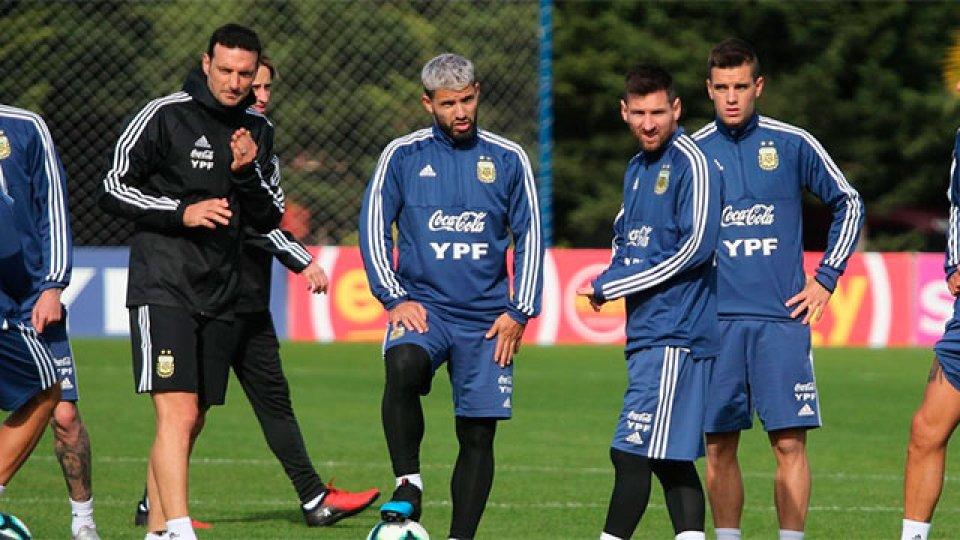 El plantel entrena en Brasil.