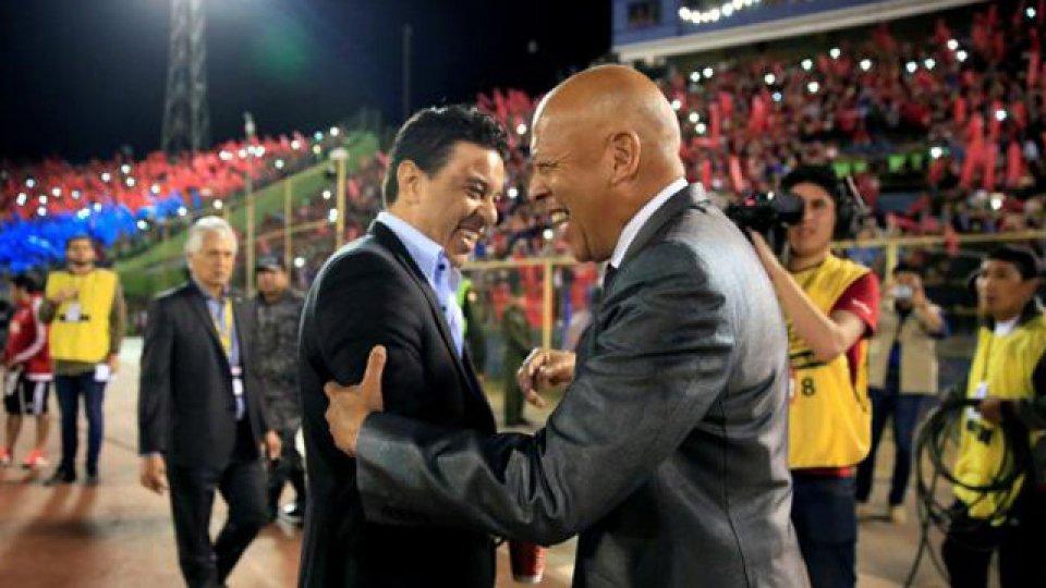 """""""Cuando jugamos en Argentina entraron 30 vándalos al hotel"""", contó el DT."""