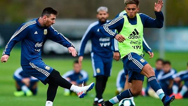 La Selección Argentina se entrenará con los 23 convocados.