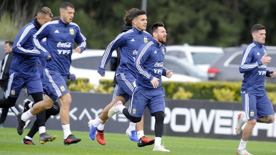 La Selección entrenó antes de viajar.