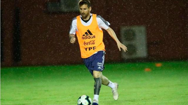 Lionel Messi, durante la primera práctica en Salvador.
