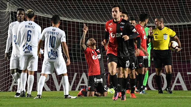 Colón goleó a Zulia y logró una histórica clasificación a semifinales.