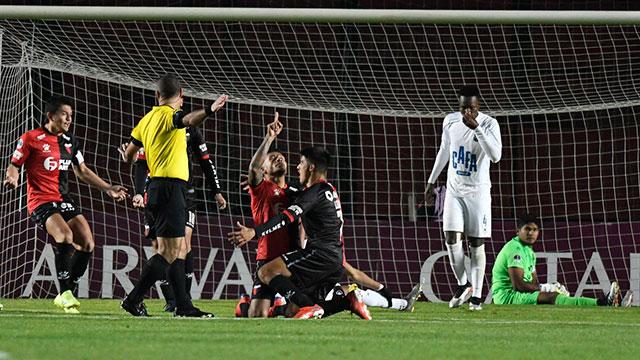 Colón goleó a Zulia y logró una histórica clasificación. (Crédito: Olé)