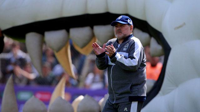Maradona perdió con el ultimo campeón de la Superliga.