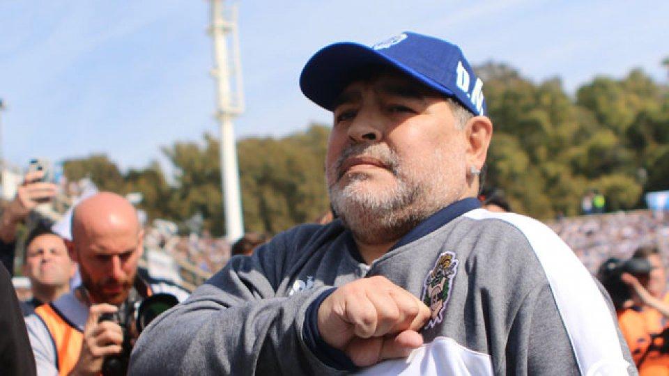 Diego Maradona anunció en las redes sociales su salida de Gimnasia ...