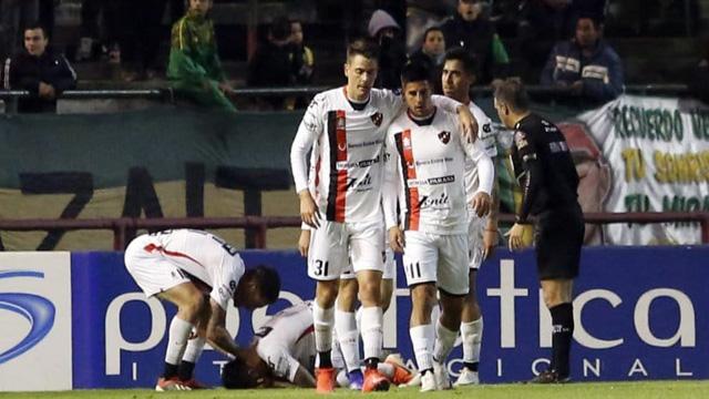 El Rojinegro rescató un empate frente al Tiburón sobre el cierre del encuentro.