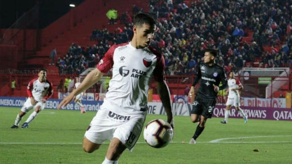 El lateral derecho nacido en Paraná es seguido de cerca por Marcelo Gallardo.