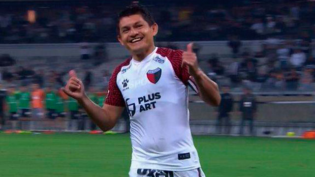 """Así pateó el penal la """"Pulga"""" Rodriguez en Mineiro-Colón."""