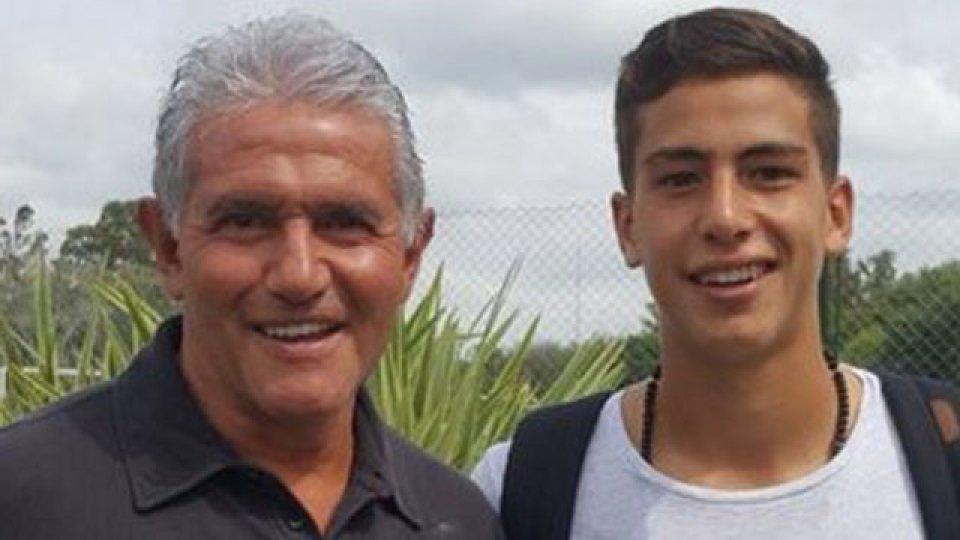 Burru junto a su hijo Mauro, hpy integrante del plantel profesional del Arse.