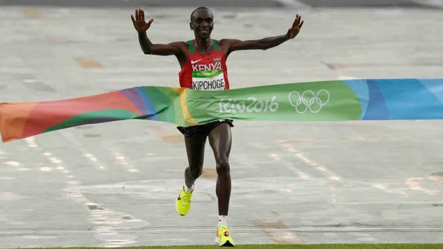 Eliud Kipchoge ganó el oro del maratón en Río de Janeiro 2016.