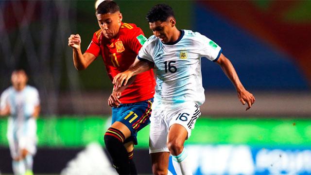 Argentina se mide con Camerún y va por el pasaje a octavos.