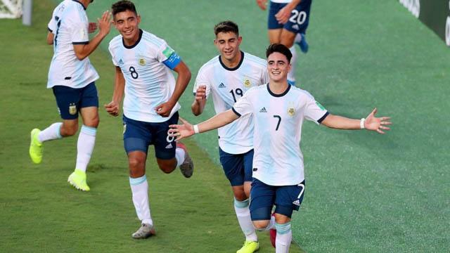 Argentina venció a Tayikistán y terminó segunda en el Grupo E.