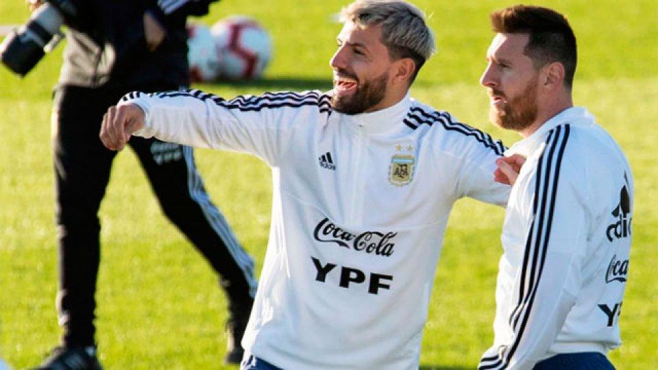 El Kun no jugó frente a Chile pero podría volver para enfrentar a Colombia.