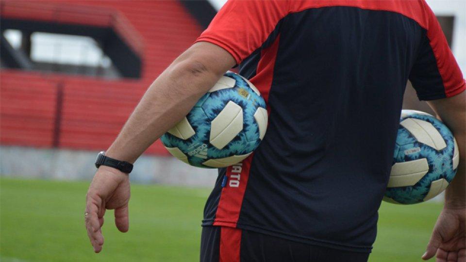 Gustavo Álvarez y su cuerpo técnico se pusieron al frente del Rojinegro.
