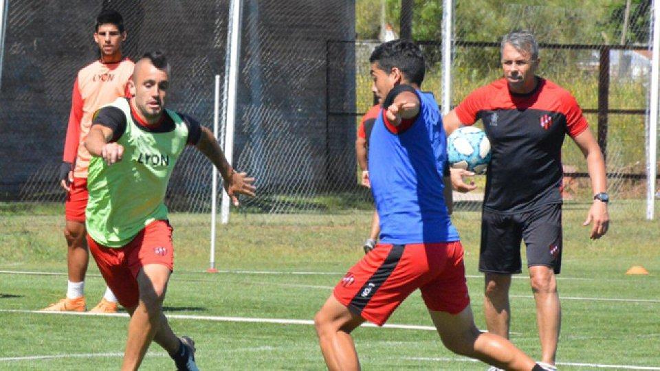 El Rojinegro se prepara para el debut de su nuevo DT.