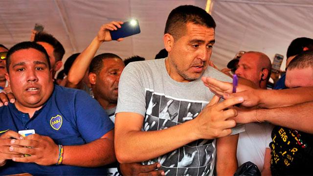Riquelme y su hijo declararán ante la Justicia por violar el aislamiento.