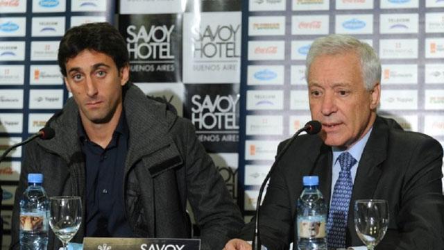 Diego Milito renunció como manager de Racing por diferencias con el presidente.
