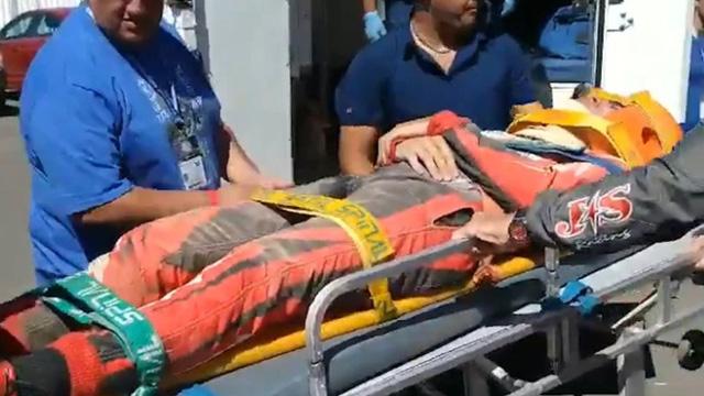 Esteban Fernández fue retirado en camilla.