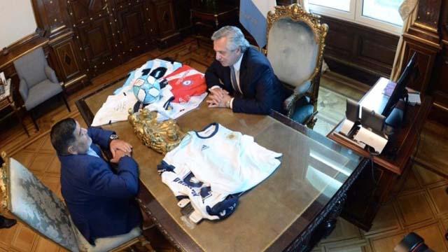 El presidente recibió en la Casa Rosada a Diego.