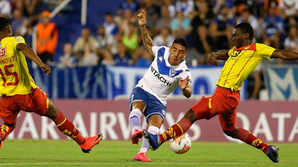 El Vélez de Heinze ganó en su estreno.