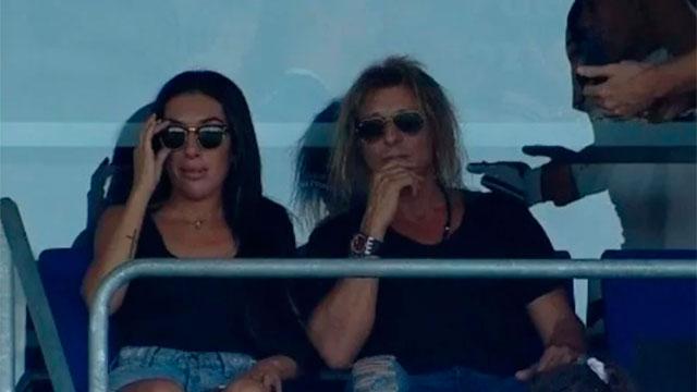 El Pájaro visitó el estadio del Lobo para acompañar a su amigo Maradona.