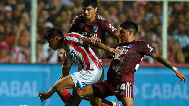 River le ganó un duro partido a Unión y es líder absoluto de la Superliga.