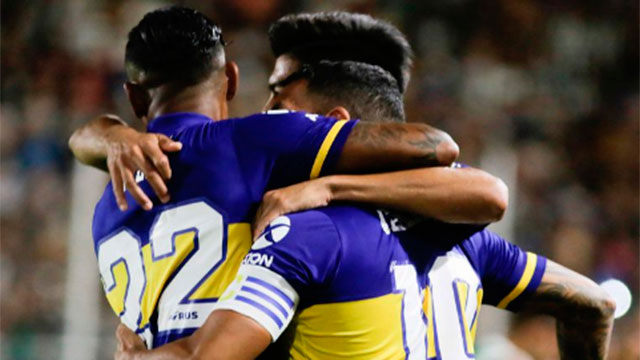 Boca goleó 4-0 a Central Córdoba y no se baja de la lucha por el título.