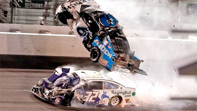 Videos y fotos: Escalofriante accidente a 300 km/h en las 500 Millas de Daytona