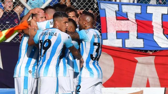 Superliga: Racing festejó en el Nuevo Gasómetro y hundió más a San Lorenzo