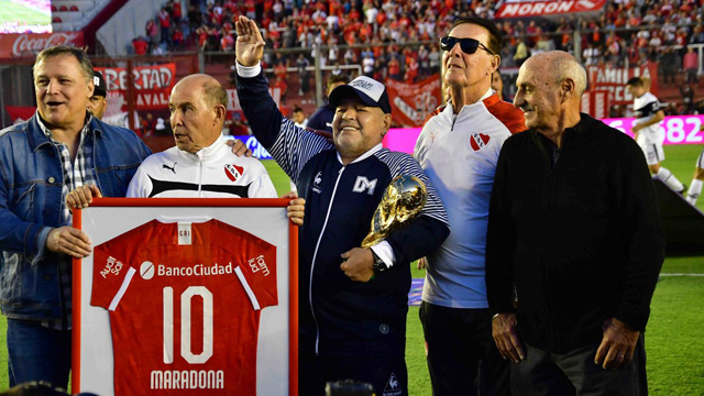 Emotivo recibimiento de Independiente para Maradona.