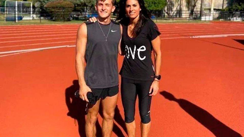 Gabriela Sabatini probó el salto con garrocha junto al atleta Pablo Zaffaroni.
