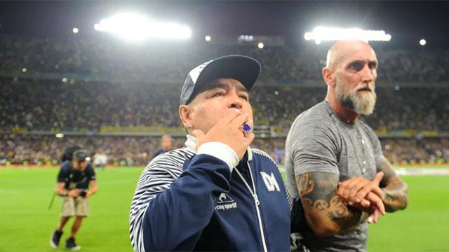 Diego Maradona propuso bajarse el sueldo